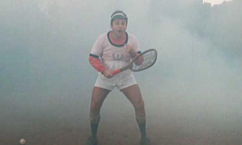 Fantozzi immerso nella nebbia pre partita di tennis con Filini