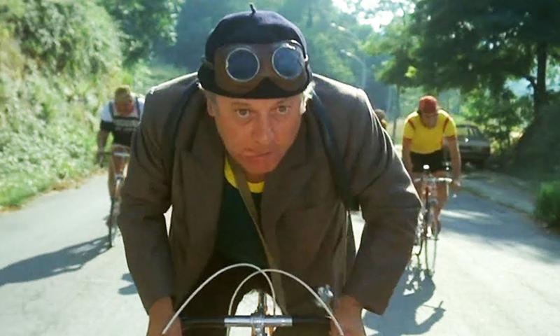 Fantozzi in bici partecipa alla gara ciclistica della Coppa Cobram